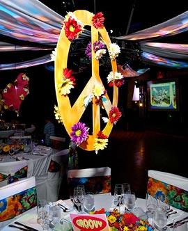 algunas ideas para la decoracin son globos de colores smbolos de la paz y atrapasueos